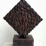 Huellas - Pino oregón quemado, 27 x 27 x 12 cm.