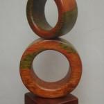 Círculo sobre círculo - pino oregón policromado, 45 x 25 x 20 cm.