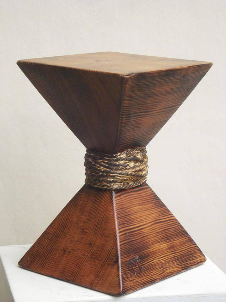 El Tiempo - pino oregón y soguilla, 30 x 20 x 20 cm.