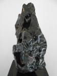 """MICHIKO AOKI Montaña Alabastro sobre base de acero 68x30x32cm 112x150 - """"Romper el silencio"""" de Michiko Aoki"""
