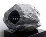 """MICHIKO AOKI Sumergido Alabastro esculpido y metal 61x38x41 cm 150x120 - """"Romper el silencio"""" de Michiko Aoki"""