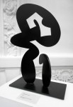 Abrazando el vacío - acero corten pintura acrílica y grafito, 43 x 28 x 15 cm.