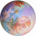 Sueño en flor, esfera de cerámica y acrílico, diámetro 25 cm.